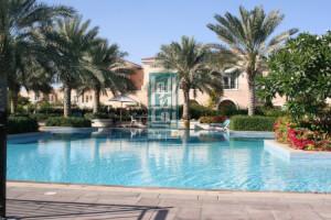 Villas for Sale in Azalea