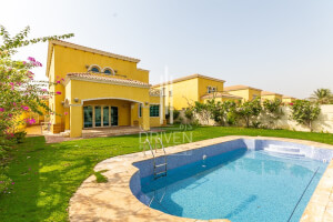 Villas for Sale in Jumeirah Park, Dubai