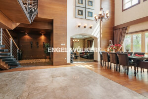 Villas for Sale in Entertainment Foyer
